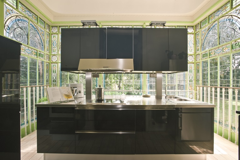 cuisine quip e en laque brillante avec lot mod le rive gauche. Black Bedroom Furniture Sets. Home Design Ideas
