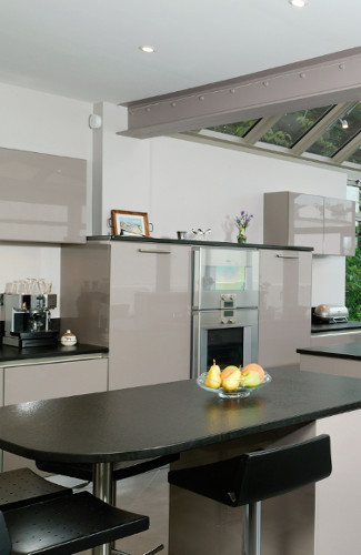 Faux Plafond Chambre A Coucher 2016 : Il résulte de cet aménagement une cuisine atypique dedansdehors qui