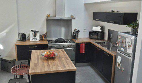 Cuisine noire bois meilleure inspiration pour votre design de maison for Cuisine noir laque
