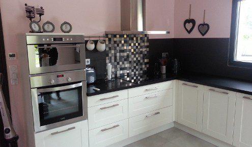 cuisine blanche avec mur rose troyes lavau