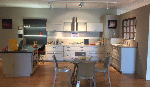 magasin de cuisines lessay photos. Black Bedroom Furniture Sets. Home Design Ideas
