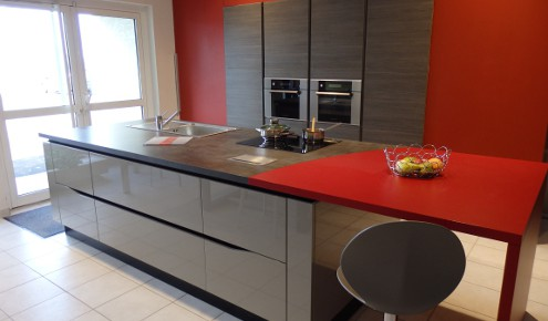 cuisine en bois et rouge yssingeaux