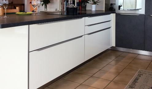 Cuisine moderne cuisine moderne sans poign es cuisine - Poignee de meuble cuisine ...