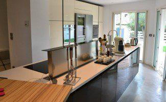 cuisine design avec lot central mod le alice. Black Bedroom Furniture Sets. Home Design Ideas