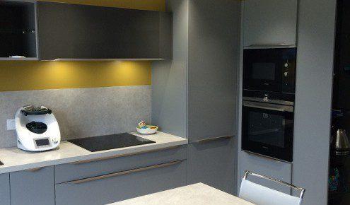 cuisine-design-grise-jaune-angers