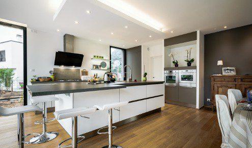 cuisine-blanche-ilot-chambray-tours