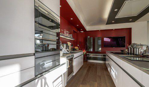 cuisine-ouverte-rouge-fondettes
