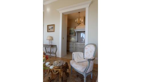 meubles-salon-fauteuil-cuisine-equipee-antibes