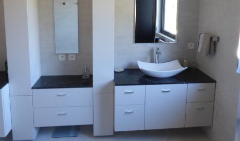 salle-de-bains-sur-mesure-fonctionnelle-yssingeaux