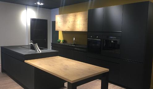 magasin de cuisines nantes saint herblain photos. Black Bedroom Furniture Sets. Home Design Ideas