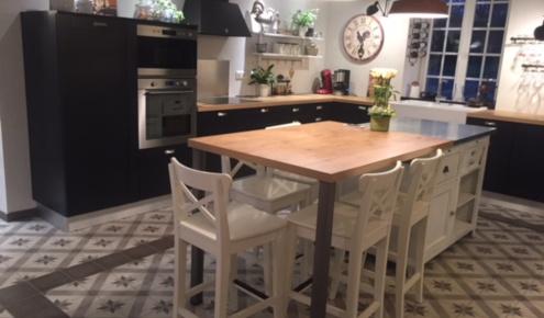 cuisine-amenagee-table-laval